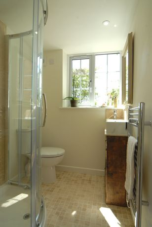 Bathroom with Shower of Holly Cottage in Broadway, Cotswolds